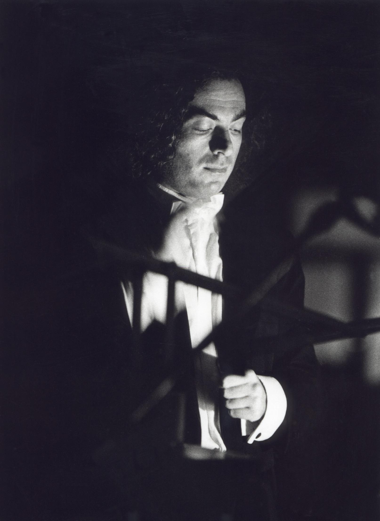 ALBERTO CAPRIOLI, ORCHESTRA DEL TEATRO COMUNALE DI BOLOGNA. BOLOGNA, PIAZZA MAGGIORE, LUGLIO 1998, FOTO PRIMO GNANI