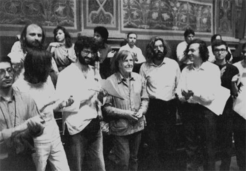 ALBERTO CAPRIOLI (A DESTRA) CON JOHN CAGE - ESECUZIONE DI MUSIC WALK CON HEINZ KLAUS METZGER, PERUGIA, GIUGNO 1992