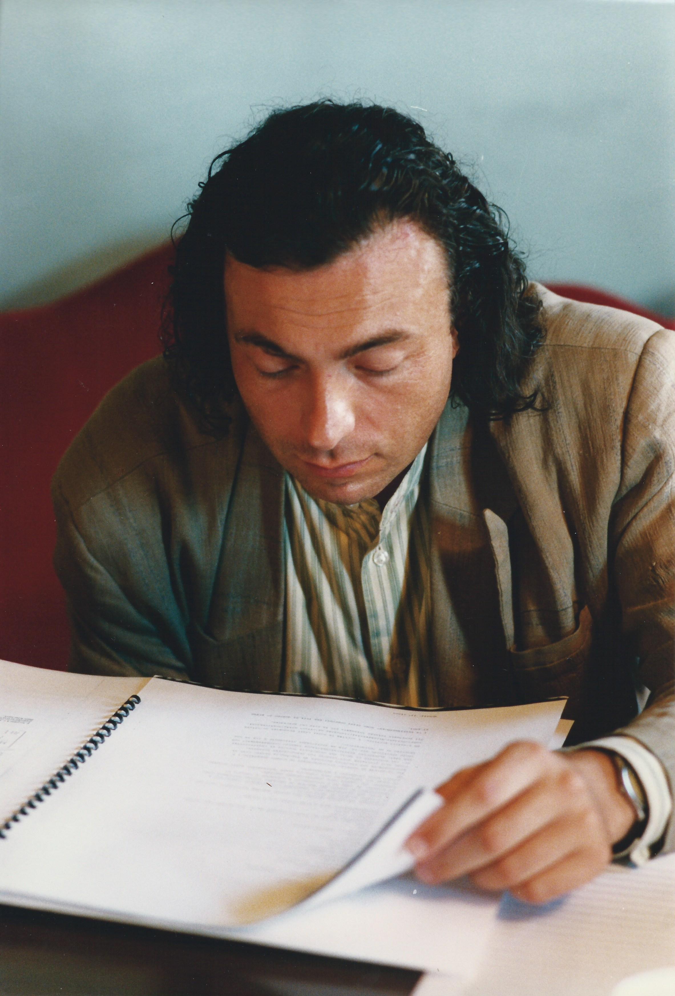 """ALBERTO CAPRIOLI. RAVENNA, TEATRO ALIGHIERI, GIURIA DEL CONCORSO INTERNAZIONALE DI COMPOSIZIONE """"2 AGOSTO"""", I EDIZIONE, BOLOGNA 1995, FOTO PRIMO GNANI"""
