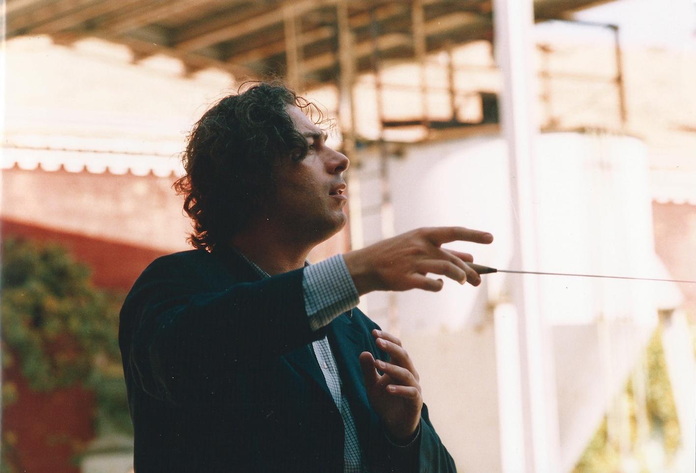 ALBERTO CAPRIOLI DURANTE LE PROVE DELL'ELEGIA PER CARLO MICHELSTAEDTER, FESTE MUSICALI, BOLOGNA, CANTIERI DELLE EX-OFFICINE STA.VE.CO., SETTEMBRE 1998, FOTO PRIMO GNANI