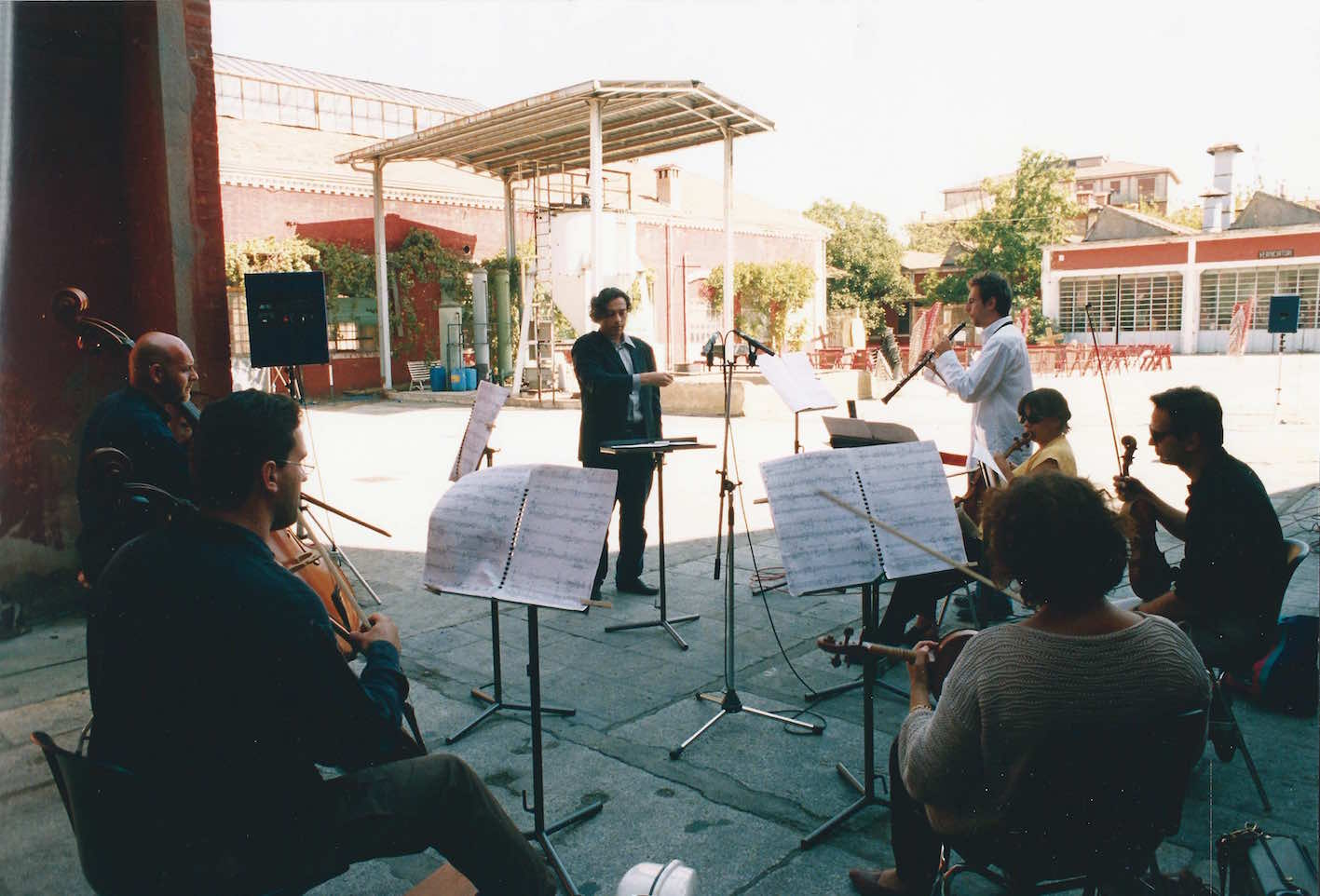 ALBERTO CAPRIOLI, REHEARSALS OF ELEGIA PER CARLO MICHELSTAEDTER, CARLO TENAN, SOLO OBOE AND OBOE D'AMORE, TANIA EICK, RECITER'S VOICE, ORCHESTRA DA CAMERA CITTÀ DI FERRARA, ALBERTO CAPRIOLI, COND., FESTE MUSICALI, BOLOGNA, CANTIERI DELLE EX-OFFICINE STA.VE.CO., SEPT. 1998, PHOTO PRIMO GNANI